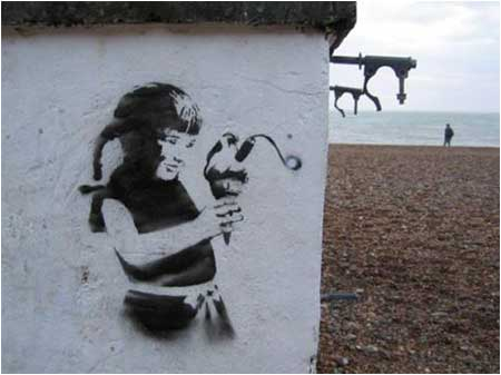 Banksy_Brighton beach (2004)